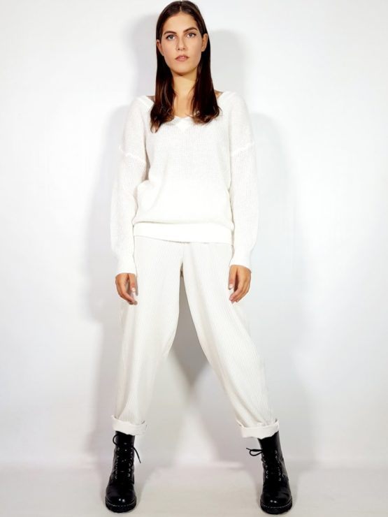 maglione-scollo-a-V-avanti-e-dietro